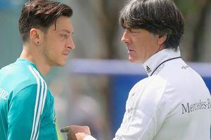HLV tuyển Đức tố Ozil không biết điều
