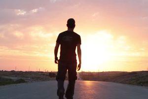 Đi dạo sau bữa ăn tối 15 phút giúp ích cho sức khỏe