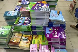 Bộ GD&ĐT lại không cấm học sinh viết, vẽ vào sách giáo khoa