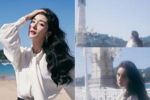 Dương Mịch khoe nhan sắc trẻ trung, xinh đẹp như nàng thơ trong bộ ảnh mới bên bờ biển