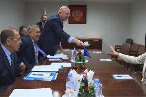 Quan chức Châu Âu từ chối cà phê do phía Nga mời