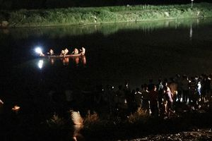 Vớt thi thể 2 học sinh bị nước cuốn tử vong thương tâm trong đêm