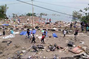 Sóng thần bất ngờ ập đến làm gần 400 người ở Indonesia tử nạn