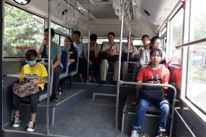 Cùng lên xe buýt kết nối hành trình 'xanh':Bài 2: Những chuyến xe đầy ắp sinh viên