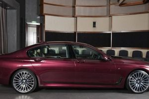 BMW 7 Series M Sport cuốn hút với bộ cánh tím Wildberry