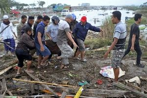 Người dân bàng hoàng kể lại thời khắc xảy ra động đất, sóng thần tại Indonesia