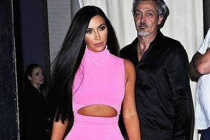Kim Kardashian khoe dáng 'đồng hồ cát' nóng bỏng với đầm hồng rực rỡ