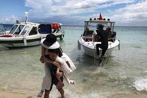 Chuyện showbiz: Trường Giang cõng Nhã Phương vào bờ vì sợ cô ướt chân