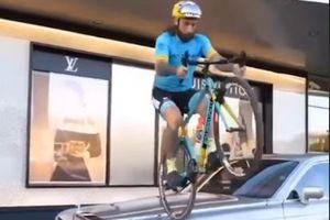 Thanh niên đi xe đạp nhảy lên đầu xe sang