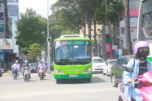 Thay mới 12 xe buýt ở Sài Gòn
