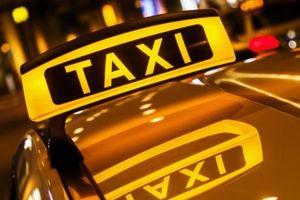Hẹn hò xong, vợ và người tình gọi đúng taxi của chồng