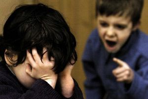 Mách cha mẹ cách xử lý khi con va chạm với các bạn ở trường