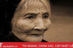 Mẹ già như chuối chín cây...