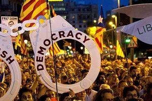 24 người bị thương trong cuộc biểu tình một năm ngày trưng cầu độc lập Catalonia