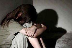 Điều tra người đàn ông trú mưa rồi hại đời bé gái 14 tuổi