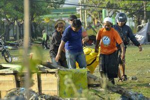 Tin từ cuộc họp báo ở Jakarta vừa kết thúc: 832 người thiệt mạng, đề xuất chôn theo mộ tập thể