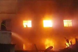 Hoảng loạn vì cháy nổ lớn công ty sản xuất gỗ ở Bình Dương