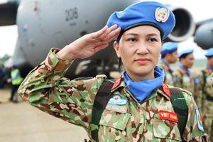 Những bóng hồng 'mũ nồi xanh' lên đường làm nhiệm vụ ở châu Phi