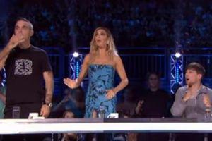 Hốt hoảng vì thí sinh hụt chân ngã cắm đầu trên sân khấu X Factor