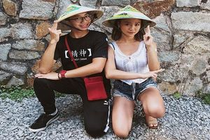 Blogger đình đám Hong Kong đến Việt Nam khoe ảnh nón lá