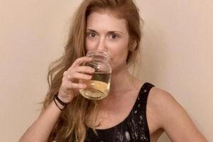 Chuyện lạ hôm nay: Người phụ nữ uống... nước tiểu của mình mỗi ngày