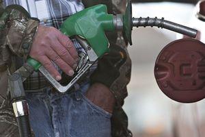 Giá dầu 100USD/thùng tác động như thế nào tới kinh tế toàn cầu?