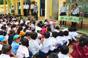 Người thầy xin gạo cho trò nghèo