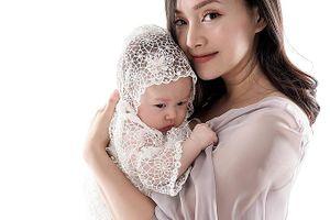 'Tan chảy' với bộ ảnh của Lan Phương và con gái