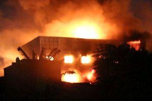 Đang cháy lớn tại một công ty gỗ ở Bình Dương