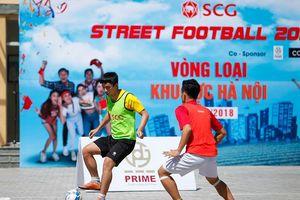 Tranh tài đỉnh cao bóng đá đường phố ở phố đi bộ Hồ Gươm