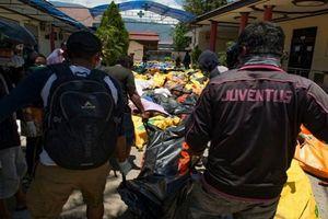 Thảm họa sóng thần ở Indonesia: Chôn cất tập thể hàng trăm nạn nhân để tránh dịch bệnh