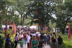 Hàng nghìn lượt người đổ về Lễ hội Lam Kinh