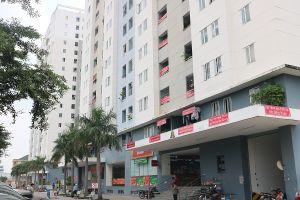 Sợ mùi rác tấn công, dân Sài Gòn căng băng rôn phản đối