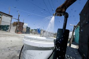 Nam Phi: Một người dân TP Cape Town chỉ được sử dụng dưới 70 lít nước mỗi ngày