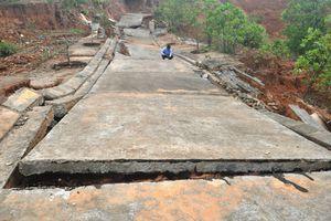 Nhiều tuyến đường tại khu kinh tế cửa khẩu Bờ Y bị hư hỏng nặng