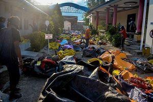 Indonesia: 1.200 người tử vong sau sóng thần, đào mộ dài 100m an táng các nạn nhân
