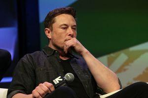 Chuỗi rắc rối không hồi kết của Elon Musk và Tesla