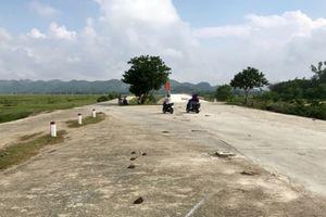 Cầu 20 tỷ xây xong bỏ hoang vì thiếu đường nối