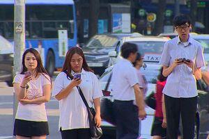 Dân xứ Kim chi lo lắng về sự lệ thuộc vào điện thoại thông minh