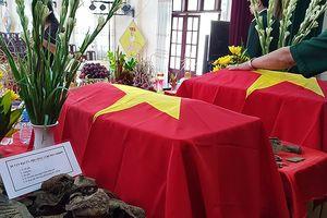 Quốc kỳ giữ ấm 2 liệt sĩ phi công