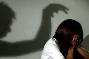 Ông lão 69 tuổi khống chế bé gái bán vé số để hiếp dâm