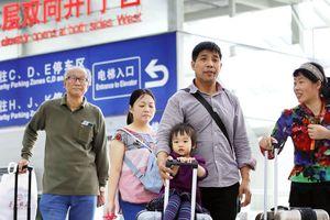 Nghỉ lễ dài ngày, 7 triệu du khách TQ đổ xô đến Nhật, Hàn mua sắm