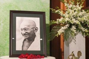 Kỷ niệm 150 năm Ngày sinh vị Anh hùng dân tộc Ấn Độ Mahatma Gandhi tại Việt Nam
