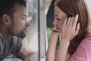 Phát hiện bằng chứng ngoại tình không ngờ trong bao thuốc lá của chồng