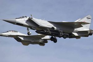 'Sát thủ vệ tinh' MiG-31 của Nga mang theo tên lửa lạ khiến giới chuyên gia hoang mang