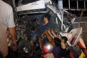Tai nạn liên hoàn, tài xế kẹt trong cabin, quốc lộ 1 kẹt cứng