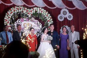 Lộ ảnh đám cưới bí mật ở quê của ca sĩ Lâm Chấn Huy