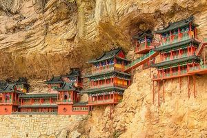 Những tòa 'lâu đài' đồ sộ trên vách núi