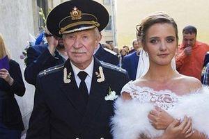 Tài tử 88 tuổi đòi cưới bồ kém 60 tuổi vì vợ 9X từ chối sex