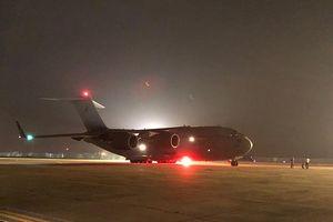 Ảnh C-17 Australia cất cánh đưa các bác sĩ mũ nồi xanh VN sang Nam Sudan